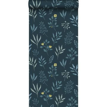 tapet blommönster i skandinavisk stil mörkblått och ockra från ESTA home